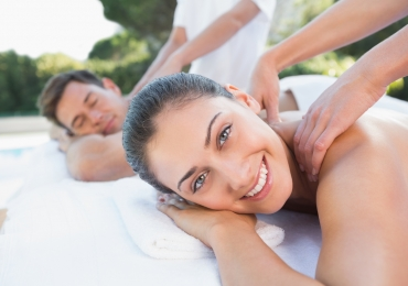 IN-ROOM COUPLES MASSAGE